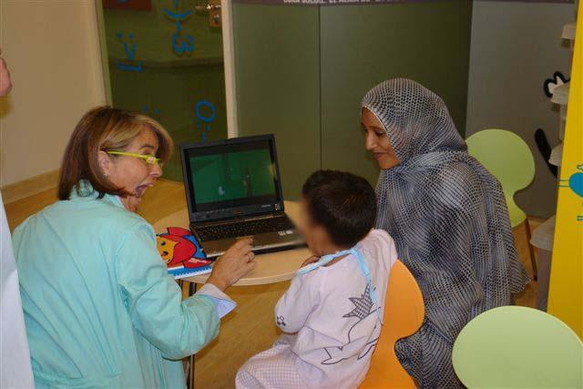 Cibermaestra en aula hospitalaria de Oviedo