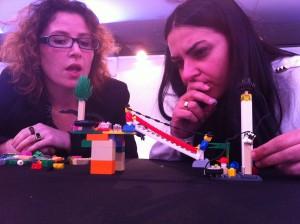 Yolanda como Irene analizan el modelo construido y el role que juegan los cibervoluntarios